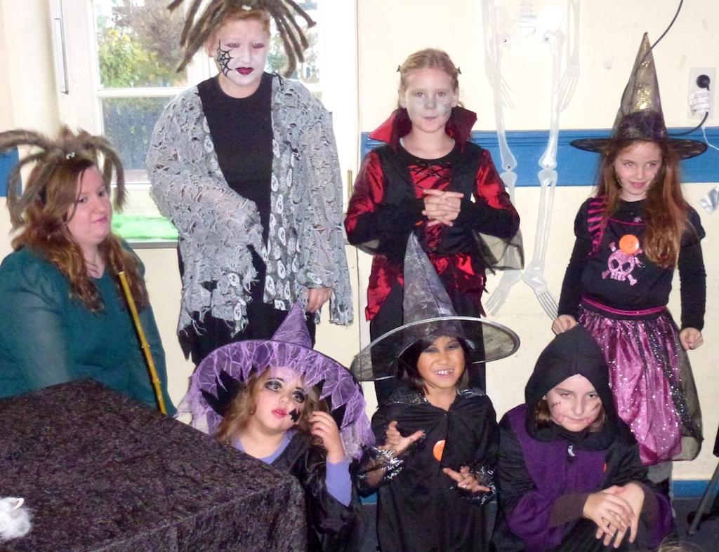 """Halloweenparty der KiJuFö in der """"Alten Schule"""" Sickenhofen"""