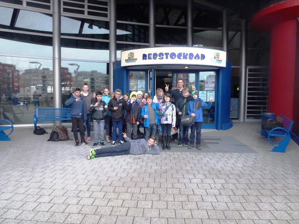 """Alohabeach"" & Badespaß im Frankfurter Rebstockbad"