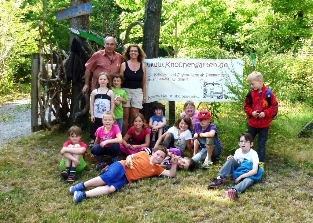 """Ausflug zur Kinder- und Jugendfarm """"Knochengarten"""" nach Haibach"""