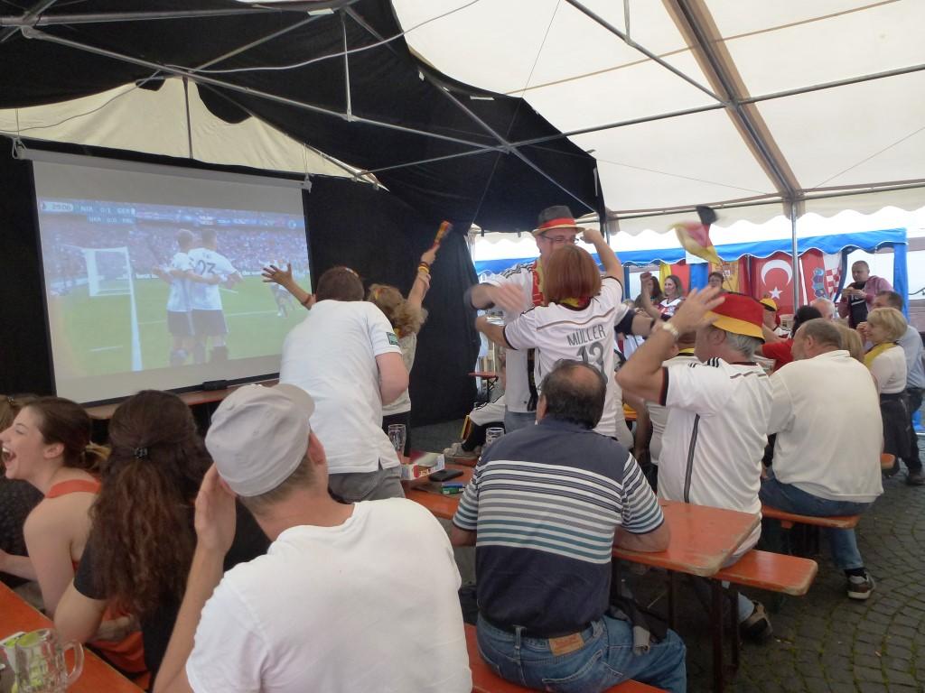 """""""Public Viewing"""" auf dem Babenhäuser Marktplatz ein voller Erfolg"""