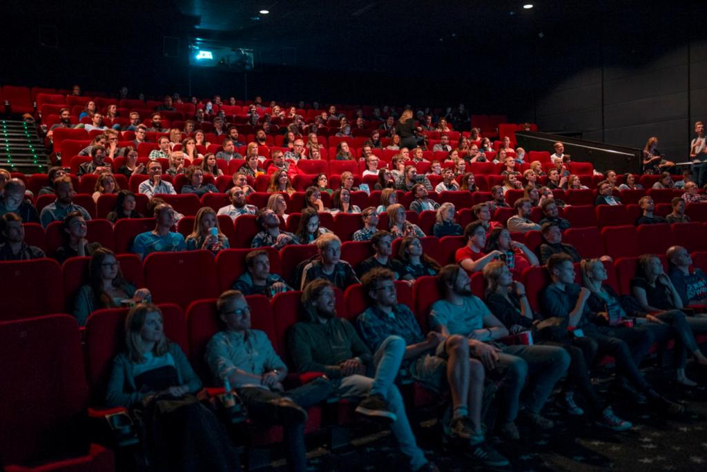 Zuschauer im Kinosaal