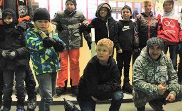 """Eislaufen und Grillen am JUZ Am vergangenen Freitag fand zum fünften und letzten Mal in diesem Jahr das Angebot """"Boyz-Day"""" der Kinder- und Jugendförderung statt. Unter dem Motto """"Mal nur für Jungs"""" wurde mit 11 Jungs im Alter von acht bis 16 Jahren ein Ausflug in die Eissporthalle nach Aschaffenburg zum Schlittschuh laufen unternommen. Nach […]"""