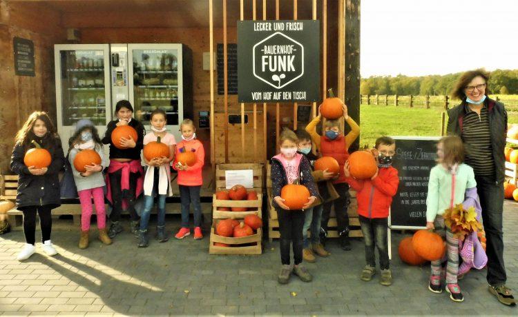 Kürbisspende für den Kindertreff vom Bauernhof Funk in Langstadt